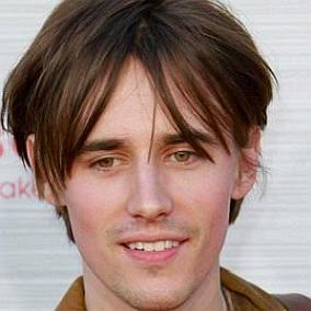 Reeve Carney facts