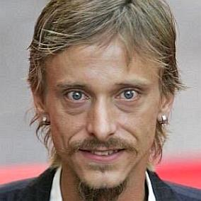 Mackenzie Crook facts