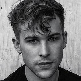 Tommy Dorfman facts