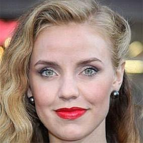 Kelli Garner facts