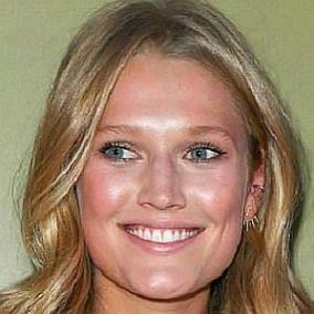 Toni Garrn facts