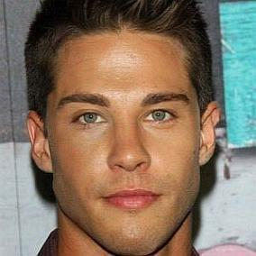 Dean Geyer facts
