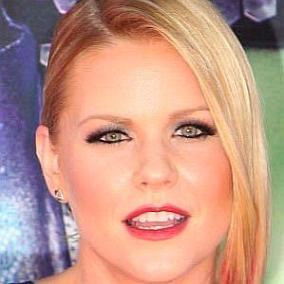 Carrie Keagan facts