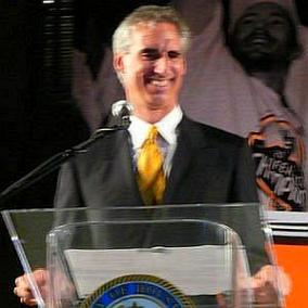 Oliver Luck facts