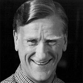 facts on Donald Moffat