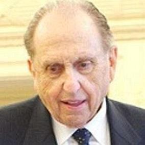facts on Thomas Monson