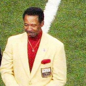 facts on Charlie Sanders