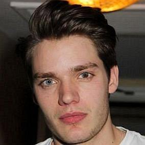 facts on Dominic Sherwood