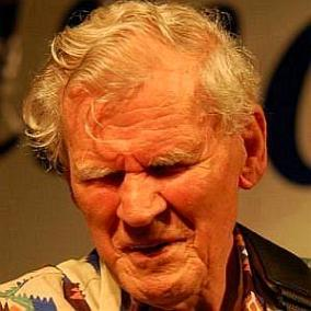 facts on Doc Watson