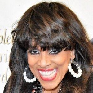 Vickie Winans facts