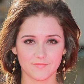 Shannon Woodward facts